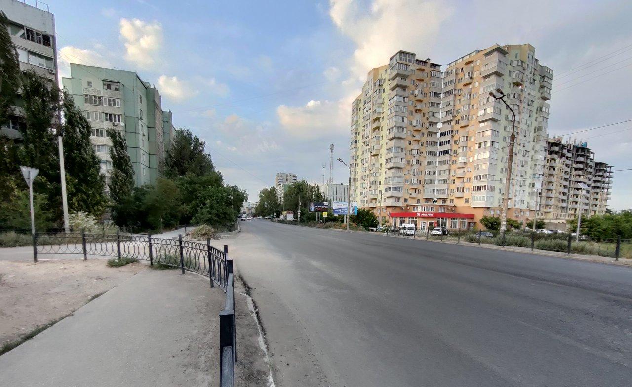 На улице Студенческой уложили первый слой нового асфальта