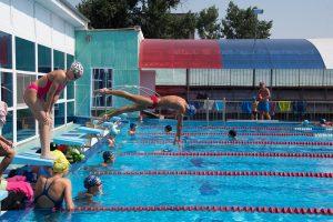 Как из маленьких астраханцев выращивают профессиональных пловцов