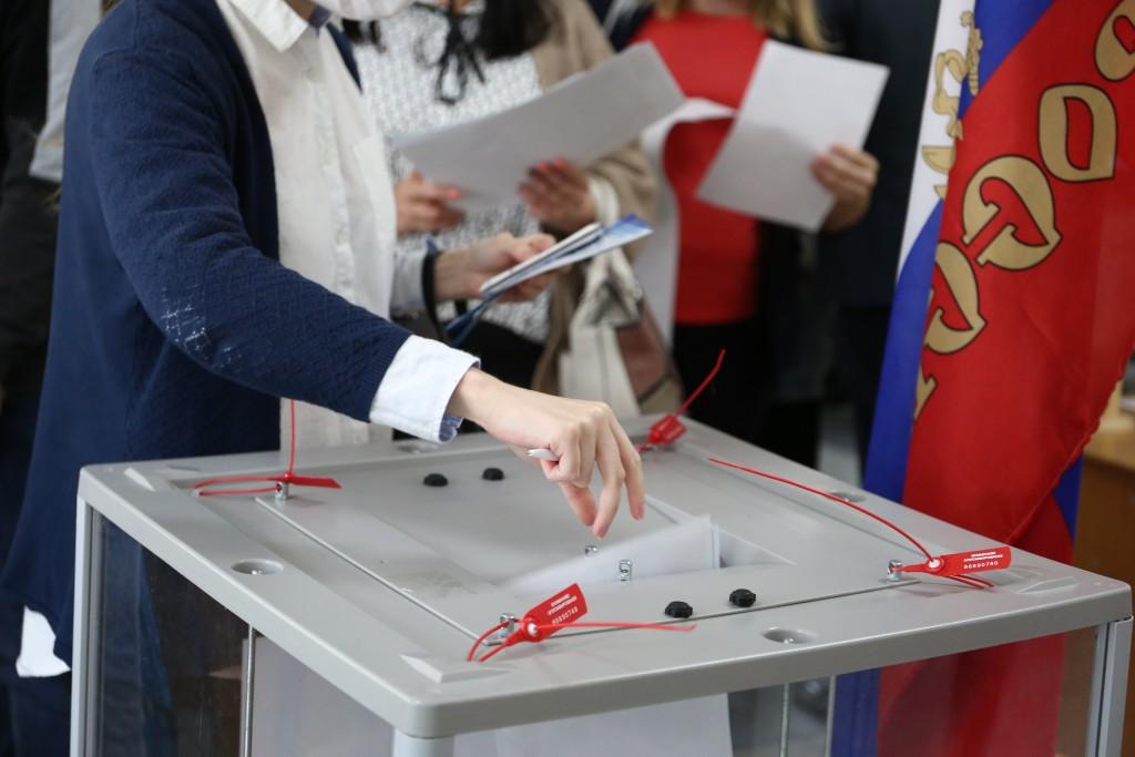В первый день голосования избирательные участки посетили 100 000 астраханцев
