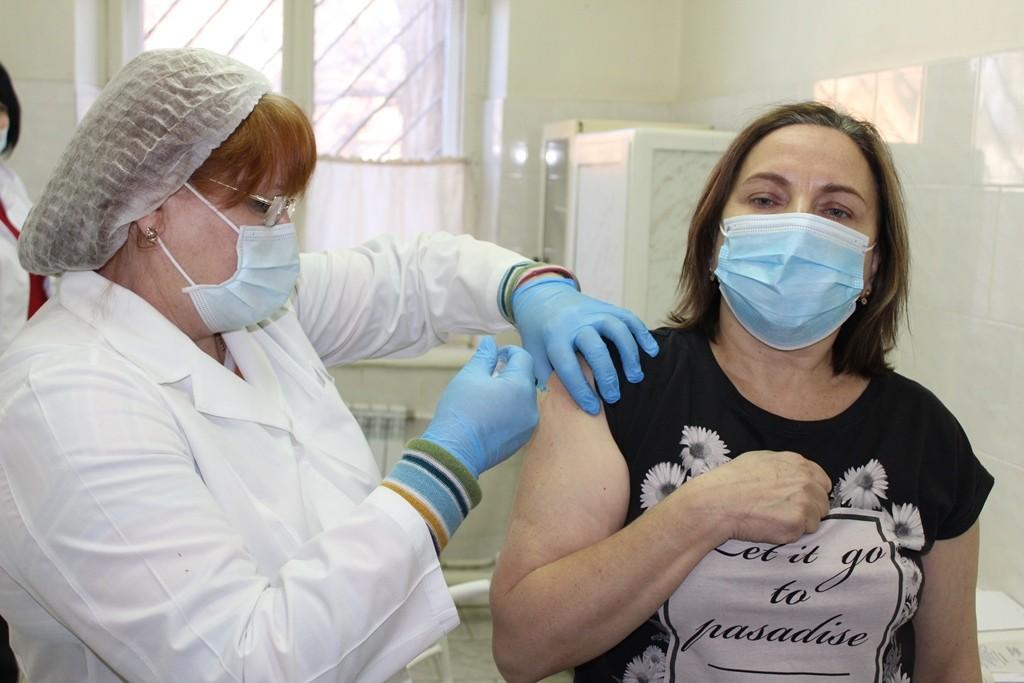 Треть жителей Астраханской области сделали прививку