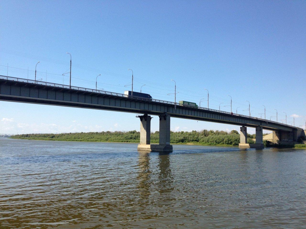 Астраханка упала в Волгу с Нового моста