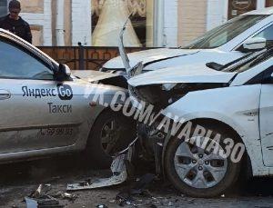 Таксист спровоцировал столкновение пяти машин в центре Астрахани