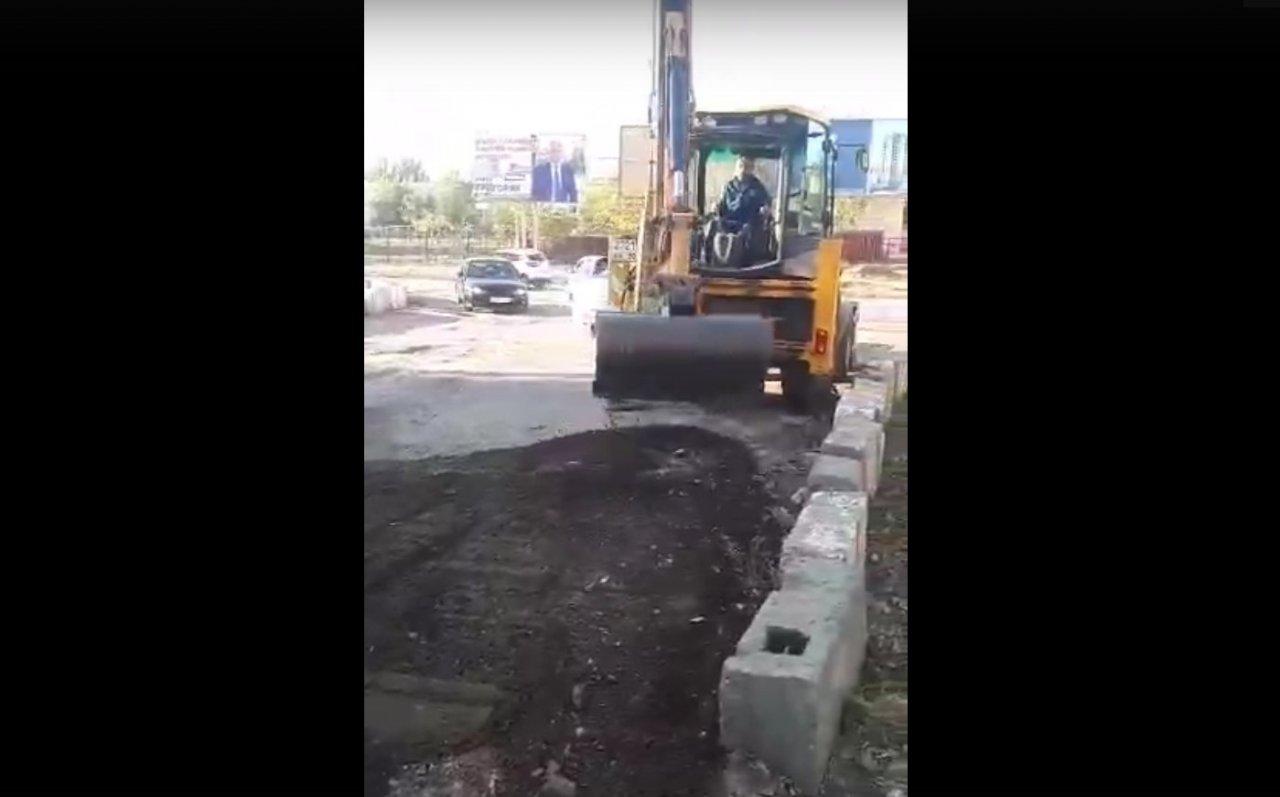 Астраханские маршрутчики скинулись на ремонт дороги