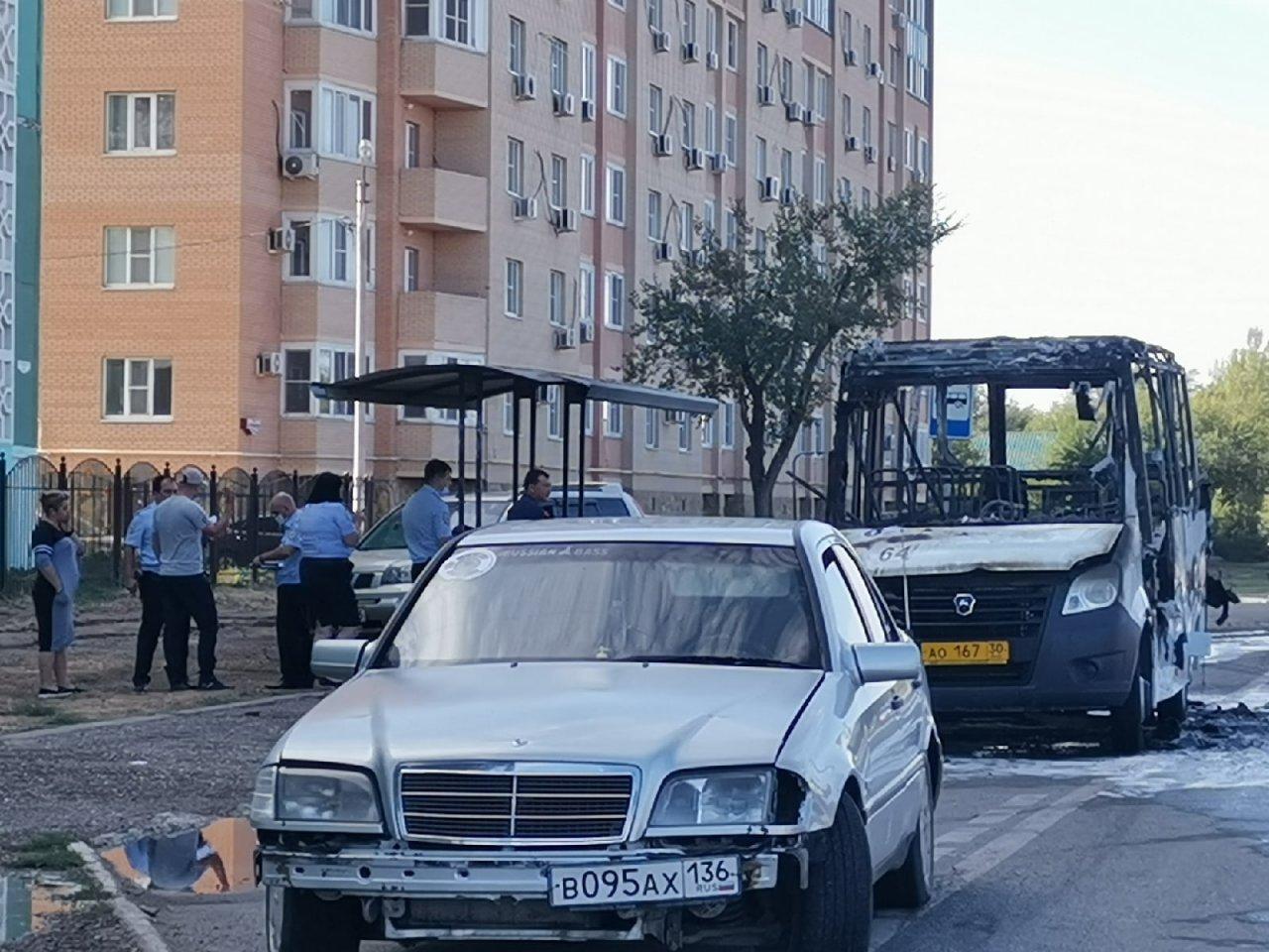 Маршрутка номер 64 сгорела в Трусовском районе