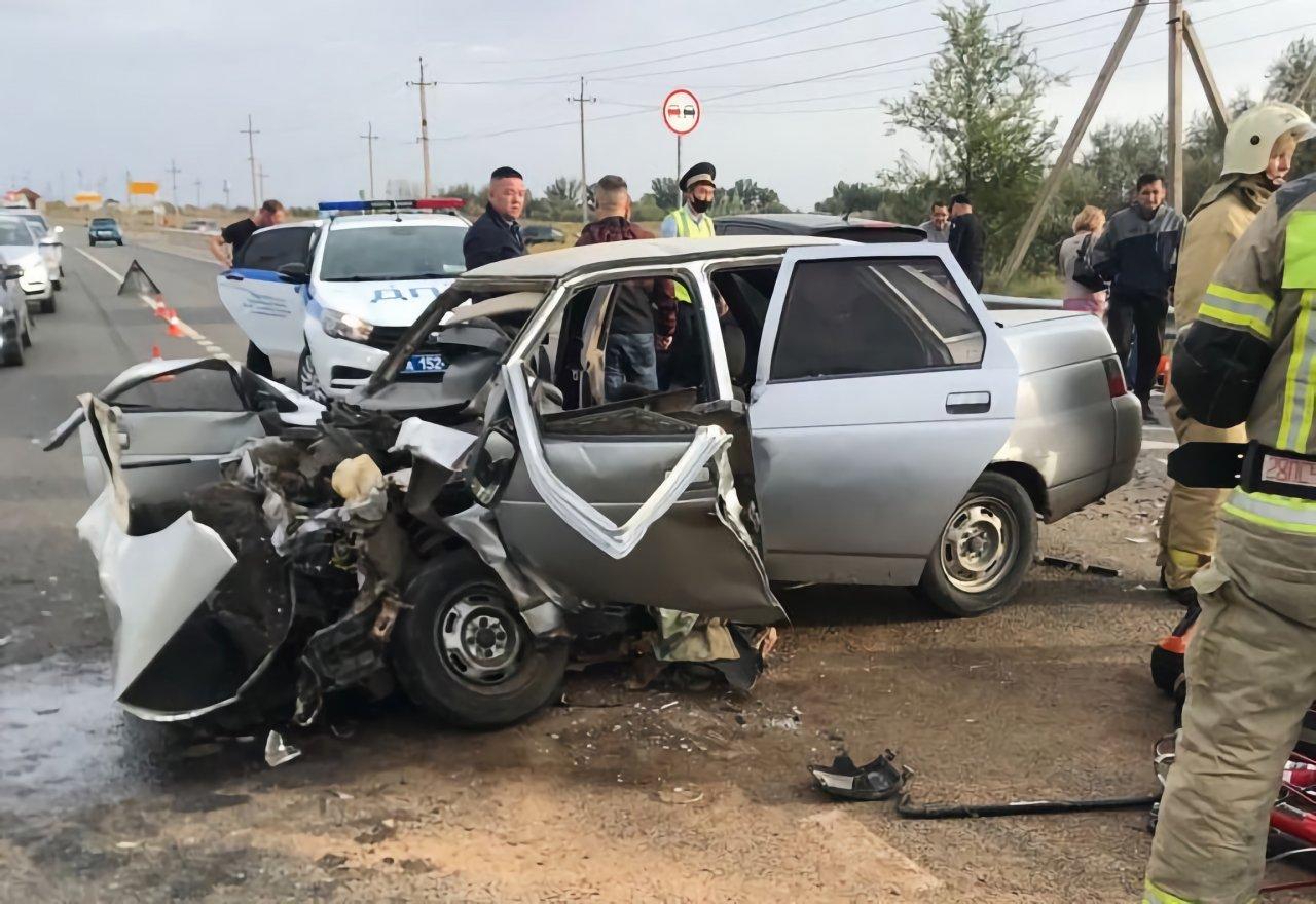 На трассе на выезде из Нариманова столкнулись три автомобиля