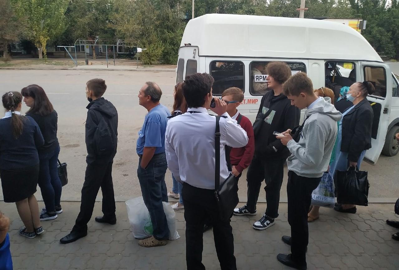 Астраханцы по утрам не могут уехать из АЦКК