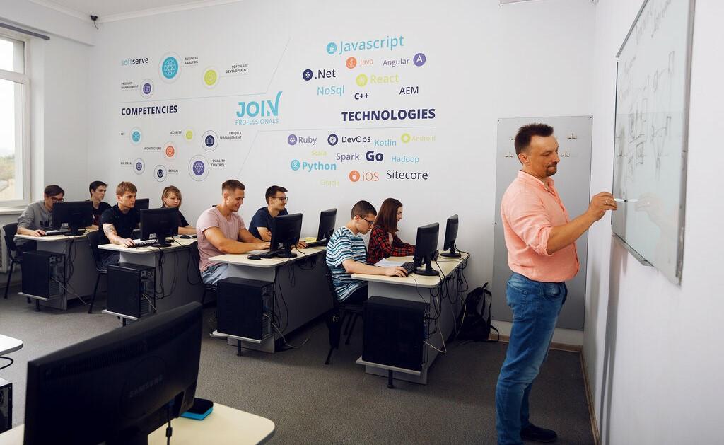 Компьютерная Академия ШАГ бесплатно обучит астраханцев во время локдауна навыкам для удаленного заработка