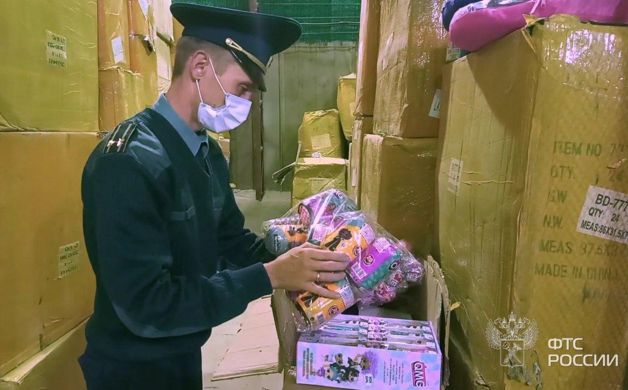 Астраханская таможня нашла 10 тысяч контрафактных детских игрушек