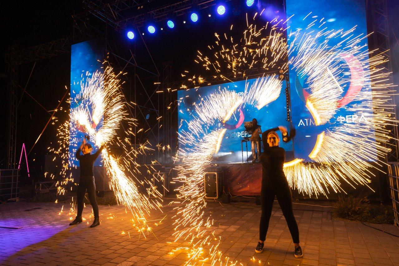 Грандиозное шоу дало начало новой жизни для 800 семей в «Атмосфере»!