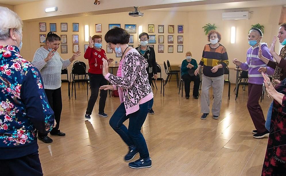 Астраханские пенсионеры виртуально отправились вокруг света