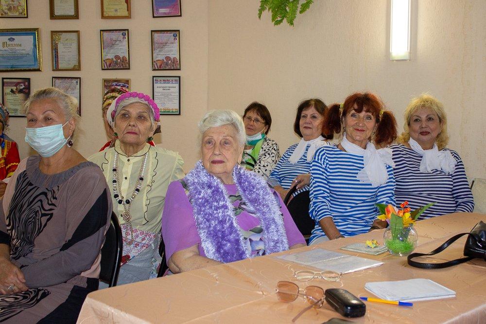 Астраханские пенсионеры бегут от старости