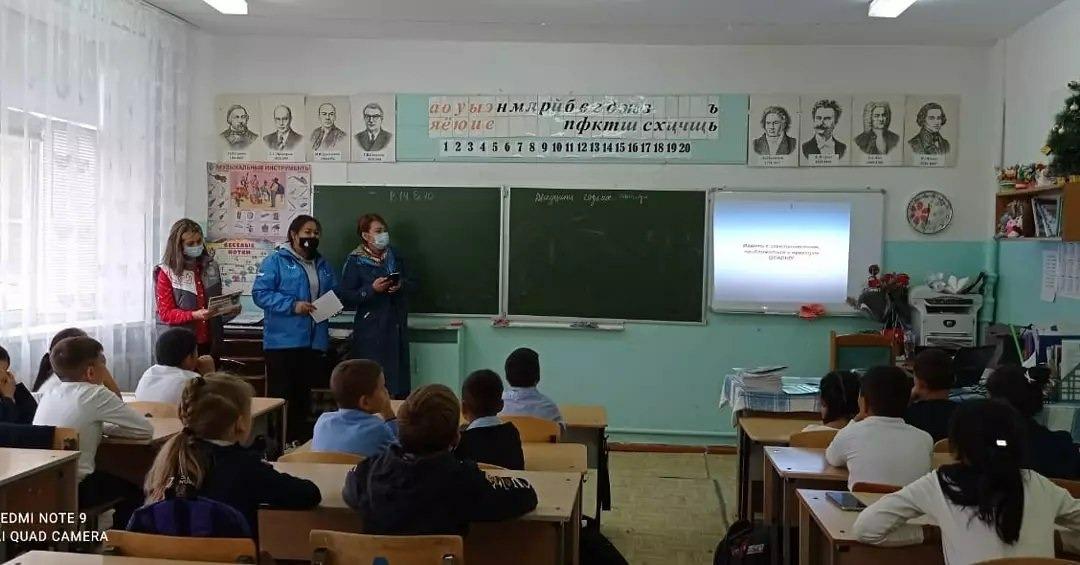 Школьникам поселка Верхний Баскунчак напомнили о правилах безопасного поведения вблизи железной дороги