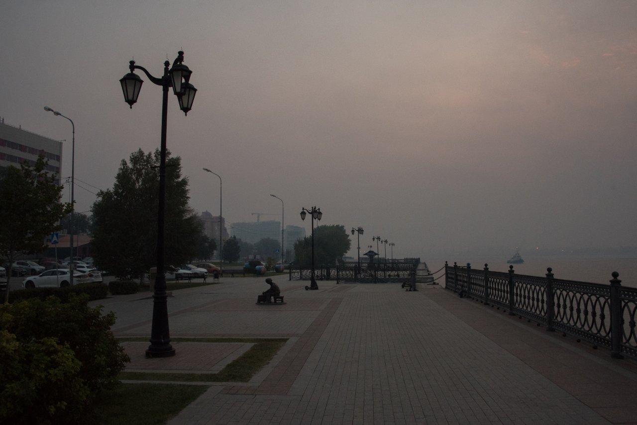 В Астраханскую область снова пришел запах гари
