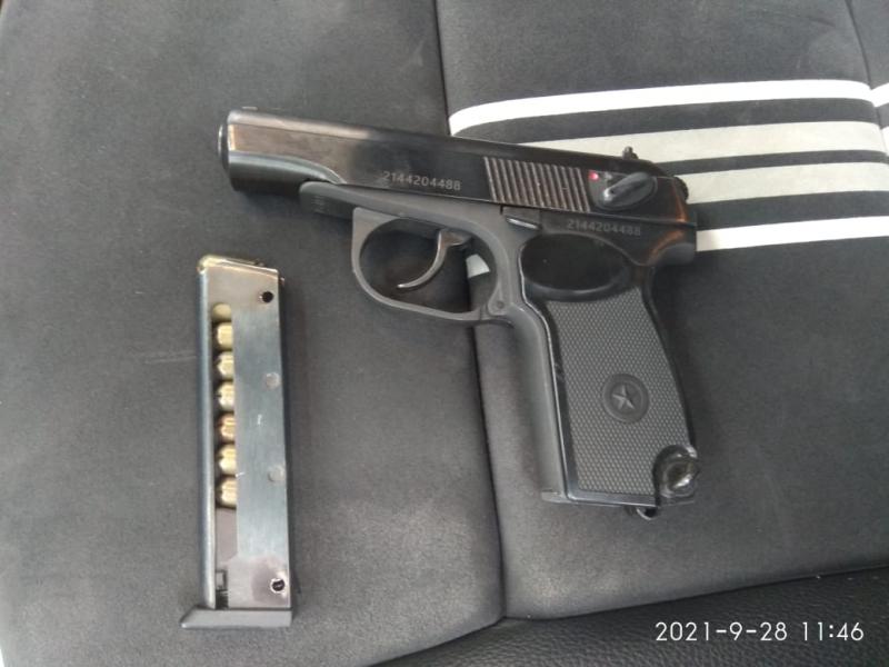 Астраханец на дорогом автомобиле устроил дорожные разборки с оружием