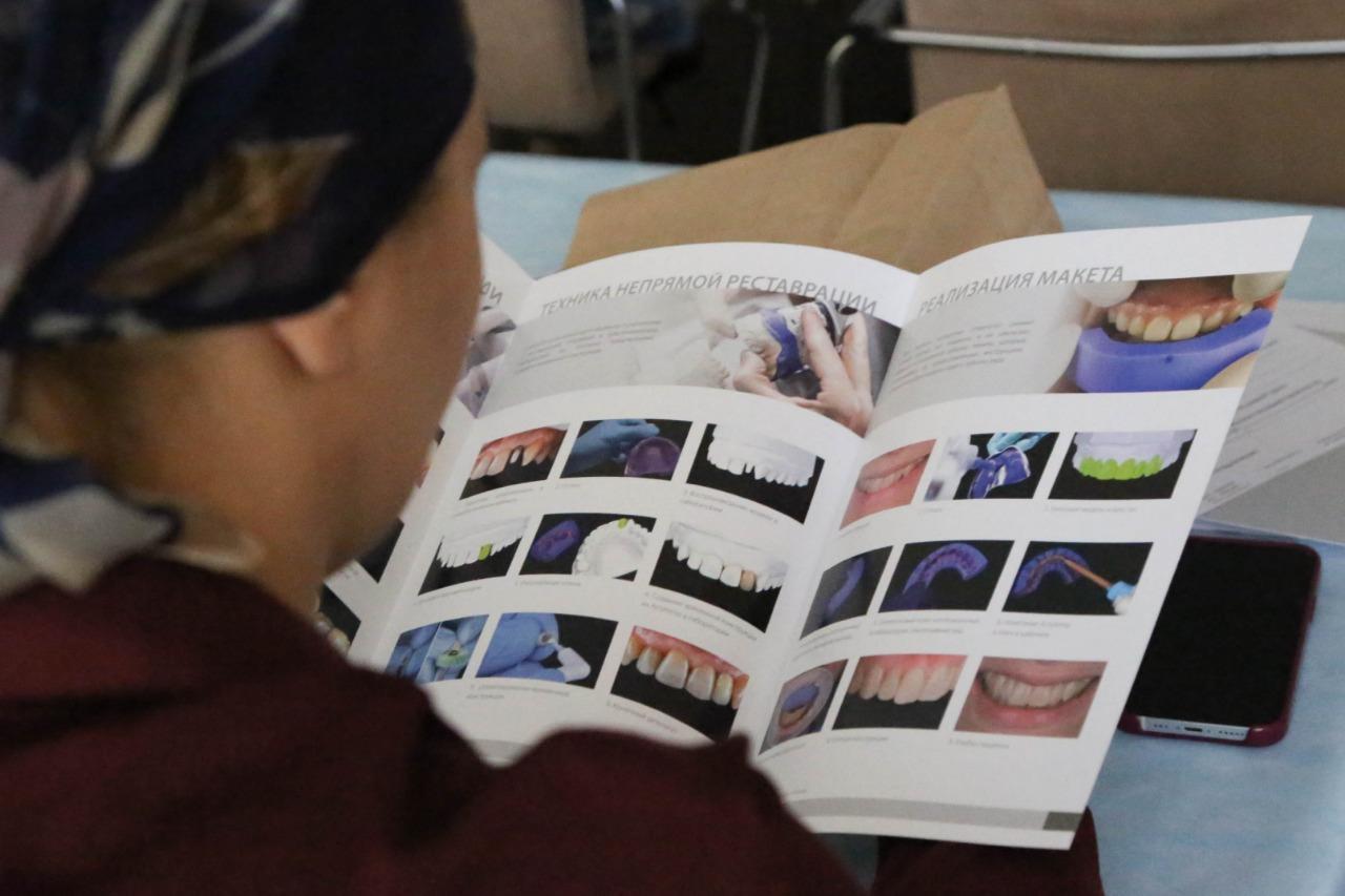 Астраханские стоматологи учились восстанавливать разрушенные зубы разной степени