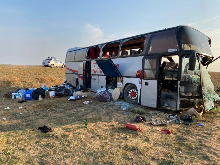 Автобус врезался в КАМАЗ на трассе Астрахань-Элиста, погибли пять пассажиров