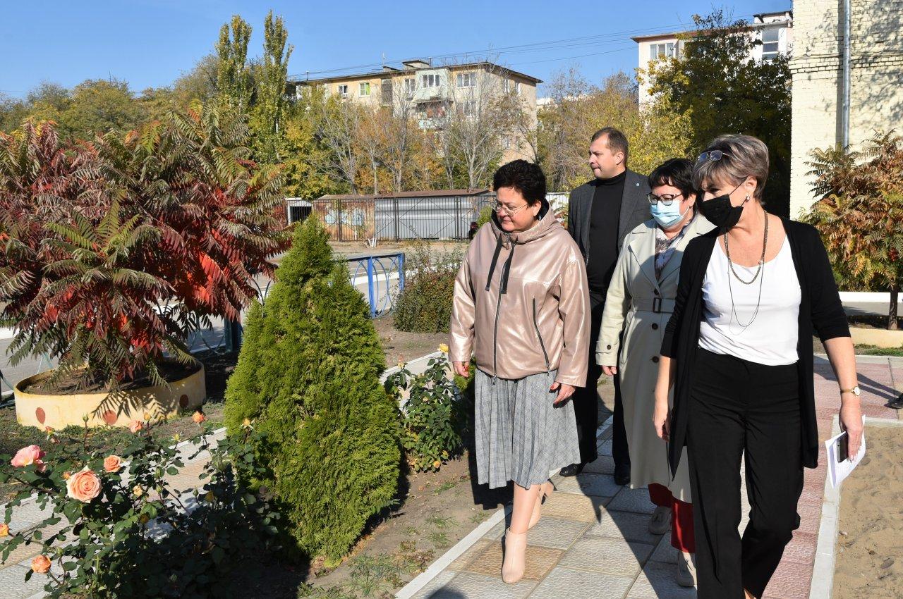 Мария Пермякова оценила преображение школьных дворов