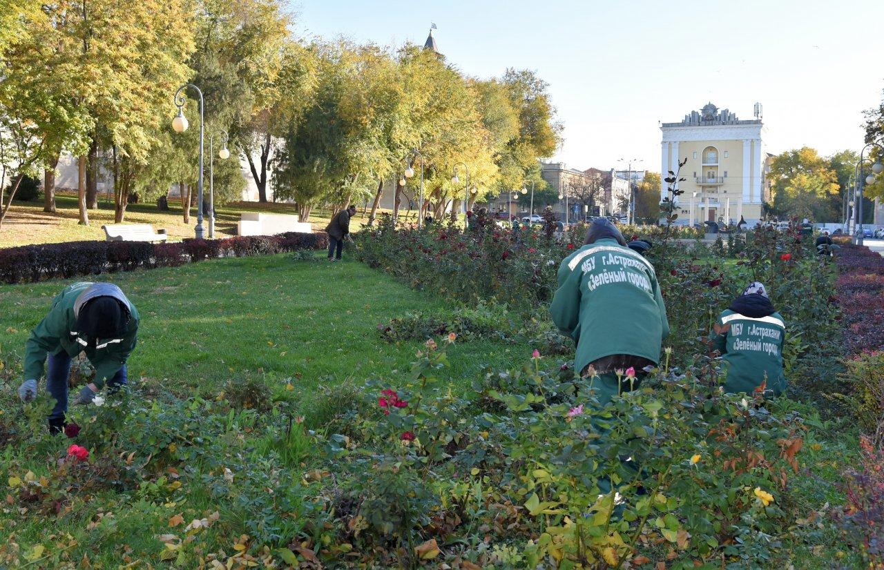 В Астрахани готовят общественные пространства к зиме