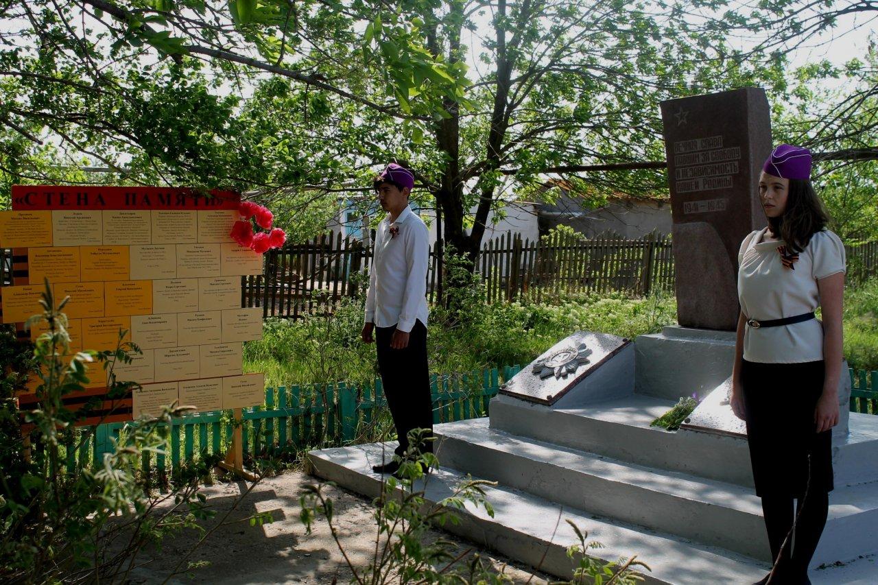 В Икрянинском селе уменьшат школьный парк для переноса туда памятника воинам