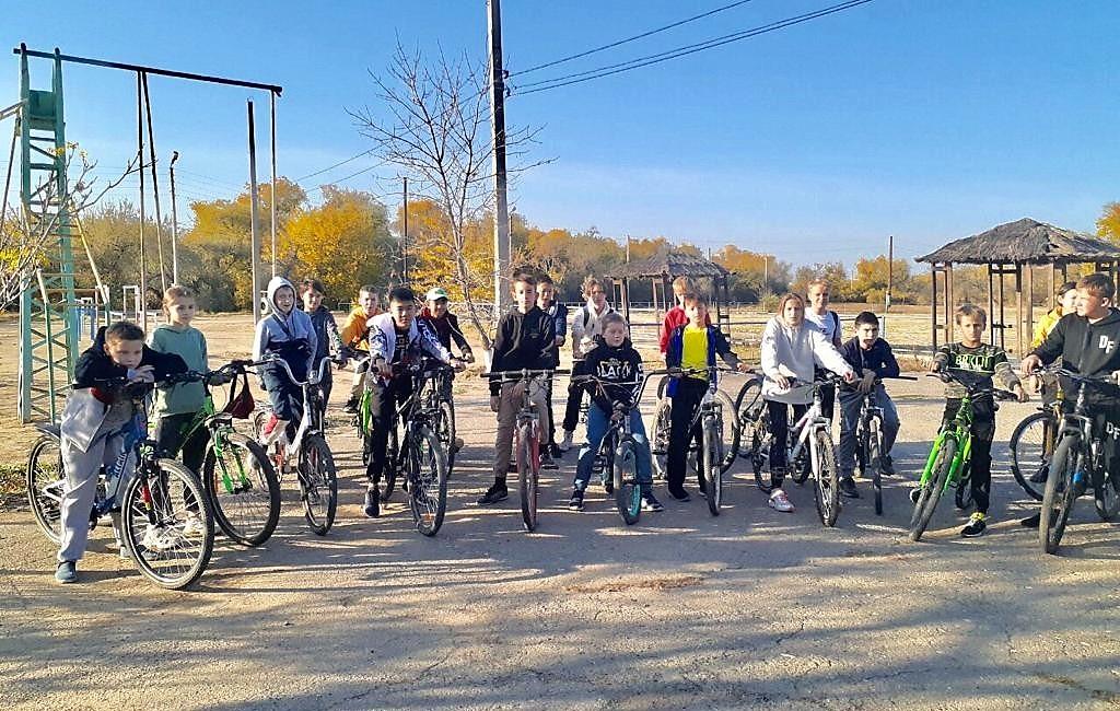 Школьники Камызяка устроили велопробег против наркотиков