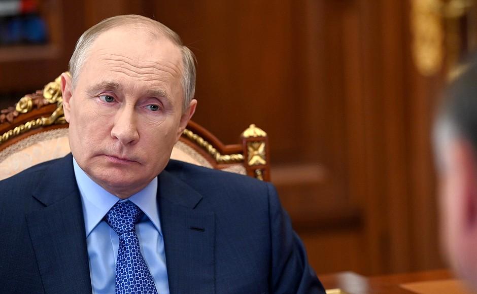 Путин поручил снизить смертность на дорогах