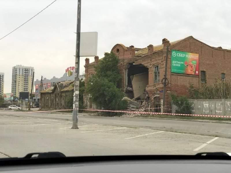 На Бакинской обрушилось старое здание